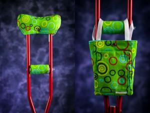 красные костыли с зеленой ручкой и оригинальным узором